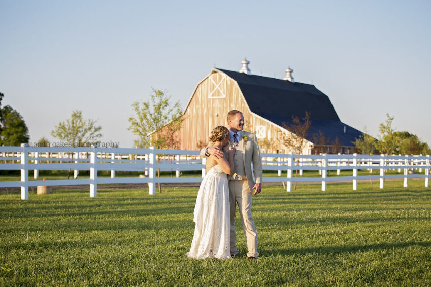 Quad Cities Wedding Photographer | Parker Run Vineyards Big Red Barn | New Windsor Wedding ...